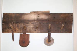 Projects/BarnwoodCoatRack001.jpg